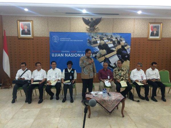 Kemendikbud Dorong UN Berbasis Komputer Serentak Per Wilayah